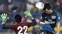 Tomáš Rosický střílí gól v přípravném utkání Arsenalu proti výběru Malajsie.