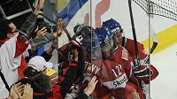 Čeští fanoušci podporují národní hokejový tým na MS v Německu
