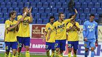 Tepličtí fotbalisté se radují z výhry na Ústím.