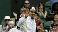 Švýcarský tenista Roger Federer přichází ke svému prvnímu zápasu na letošním Wimbledonu.
