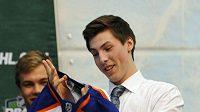 Jedničkou letošního draftu NHL se stal útočník Ryan Nugent-Hopkins, kterého si vybral Edmonton.