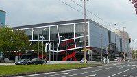 Stadion Ondreje Nepely v Bratislavě, za ním nový hotel