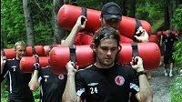 Fotbalisté Slavie Praha nabírají kondici na novou sezónu ve Špindlerově Mlýně. Na snímku v popředí je Karol Kisel.