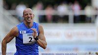 Překážkář Petr Svoboda na trati 110 metrů během Odložilova memoriálu