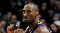 Kobe Bryantovi těsně unikl první triple-double v sezóně.