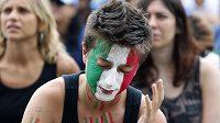 Zklamaná italská fanynka po zápase s Novým Zélandem.