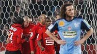 Fotbalisté Rennes oslavují gól v síti Brestu.