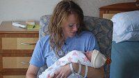 Amber Millerová s dcerou, kterou porodila nedlouho po Chicagském maratónu.
