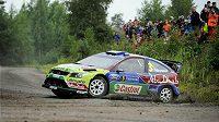 Finský pilot Mikko Hirvonen ve svém Fordu během Finské rallye