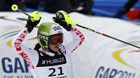 Anna Fenningerová z Rakouska se raduje po vítězství v superkombinaci na mistrovství světa v Garmisch-Partenkirchenu
