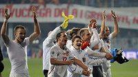 Radující se čeští fotbalisté po postupu na ME 2012.