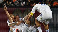 Slováci se radují z druhého gólu do sítě Italů v osmifinále mistrovství světa.