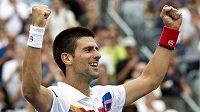 Srbský tenista Novak Djokovič se raduje z celkového vítězství na turnaji v Montrealu.