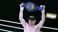 Boxer Lukáš Konečný obhájil v Praze titul mistra Evropy.