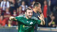 Salpigidis z Panathinaikosu Atény (vpředu) se raduje z gólu do sítě Sparty.