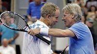 John McEnroe (vlevo) s Björnem Borgem.
