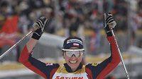 Justyna Kowalczyková v cíli skiatlonu v ruském Rybinsku