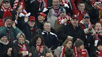 Fotbalisté Bayernu Mnichov oslavují Ribéryho gól proti Hamburku.