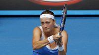 Tenistka Petra Kvitová v osmifinále Australian Open proti Flavii Pennettaové.