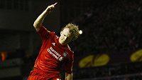 Útočník Liverpoolu Dirk Kuijt se raduje z branky.