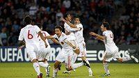 Španělští fotbalisté se radují z nádherné trefy Thiaga (třetí zprava) ve finálovém zápase ME do 21 let proti Švýcarsku.