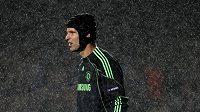 Brankář Chelsea Petr Čech v utkání proti Portu