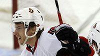 Erik Karlsson hraje v NHL teprve první sezónu, ale vede si skvěle.