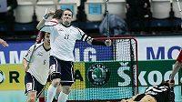 Finský útočník Mikael Järvi oslavuje vstřelený gól v utkání se Švýcarskem.