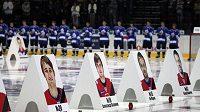 Portréty hokejistů Jaroslavle při smuteční ceremonii v Minsku