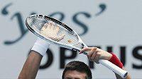 Srbský tenista Novak Djokovič se raduje po vítězství v Melbourne.