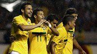 Neymar (druhý zleva) patřil k nejlepším Brazilcům na hřišti.