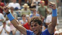 Rafael Nadal oslavuje vítězství nad Davidem Nalbandianem ve 3. kole US Open.