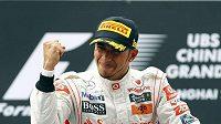 Na trati je nekompromisní. Touha po vítězství je určujícím faktorem jízdy Lewise Hamiltona.