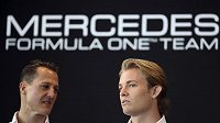 Michael Schumacher se svým stájovým kolegou Nico Rosbergem