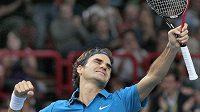 Šťastný Roger Federer po vítězství na turnaji Masters v Paříži.