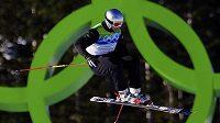 Český skikrosař Tomáš Kraus během olympijského závodu
