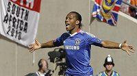 Didier Drogba se raduje ze vstřeleného gólu.