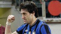 Útočník Interu Milán Diego Milito se raduje z branky.