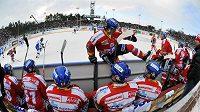 Střídačka hokejistů Pardubic na plochodrážním stadionu ve Svítkově