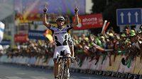 Australan Simon Gerrans se raduje z vítězství v 10. etapě Vuelty.