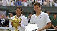 Ve Wimbledonu vydělají tenisté více.