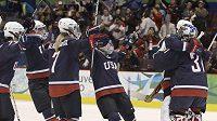 Hokejistky Spojených států amerických se radují z postupu do finále olympijských her ve Vancouveru