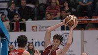 Ondřej Starosta (na snímku), udělal jako první jméno českým basketbalistům v Zaragoze, prosadí se tam také Krejčí?
