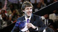 Basketbalista Jan Veselý se raduje poté, co si ho v draftu vybral klub z Washingtonu.