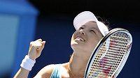 Číňanka Čeng Ťie se raduje z vítězství nad Ruskou Marií Kirilenkovou na Australian Open.