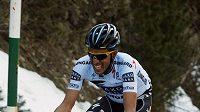 Španělský cyklista Alberto Contador míří po úspěšném úniku do cíle královské etapy závodu Kolem katalánska.