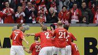 Fotbalisté Mohuče se radují z branky