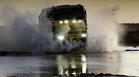 Kamión Liaz Martina Macíka potvrdil spolehlivost i v náročnýchn podmínkách tuniské pouště.
