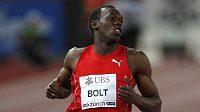 Jamajský sprinter Usain Bolt jako obvykle vítězně v cíli