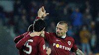 Fotbalisté Sparty (zprava) Tomáš Řepka, Jakub Podaný a Manuel Pamič se radují z prvního gólu do sítě Ústí nad Labem.